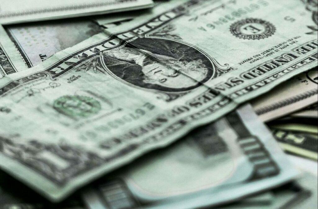 Dólar tem espaço para novos picos de alta